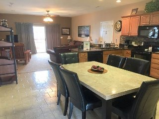 *3 BR, 2 Bath Condo on Table Rock Lake with Dock Access