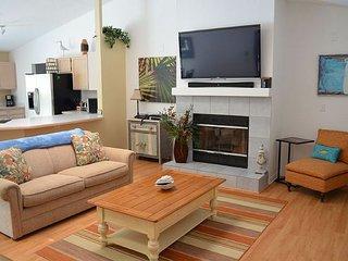 Beach Haus, Pet Friendly, 3 Bedroom, 2 Bath, Pool, Garage, Flat Screens