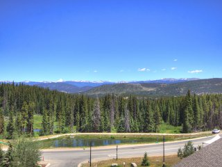 Gorgeous Snow-capped Views -Spacious Slopeside 1Br -Sleeps 6