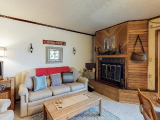 Secluded condo w/jetted tub, 2 porches + close proximity to slopes!