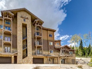 Sprawling ski home w/ great location near slopes, nice accommodations, & more!