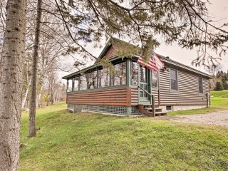 NEW! 2BR Rangeley Cabin on Lake w/ Mtn Views!
