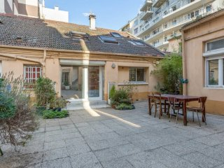 Large duplex close to Paris, Clichy