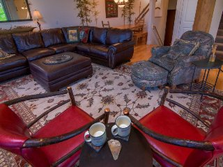3-story ski-in/ski-out townhouse w/ outdoor hot tub, access to Big Sky Resort!