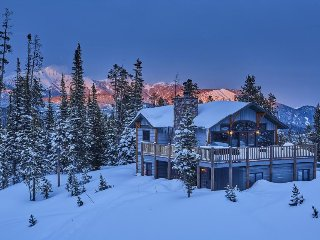 Ski-in/ski-out lodge with stunning views, private hot tub, and rustic-chic decor