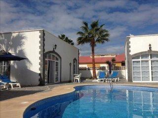Spacious Villa Nora 3 apartment in Corralejo with WiFi, private parking & privat