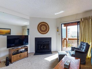 Condo near the bay w/ two balconies, shared pool - short walk to ocean beaches