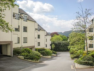 AUCUBA, WiFi, centre of Bowness, Lake Windermere nearby, Ref 966870