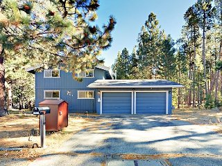 Forested In-Town 3BR w/ Hot Tub – Close to Skiing, Shopping, and Dining