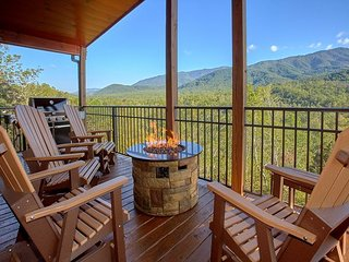 Incredible views from a luxury cabin - outdoor living area!