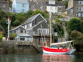 Waterside Apartment within a converted boathouse on the banks of the river Fowey