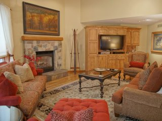 Upscale Convenience, Great for Large Groups and Families (208203)