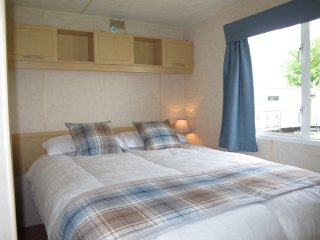 Pet Friendly 2 Bed Static Caravan for Hire in Chapel St Leonards on Happy Days