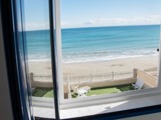 Beach House on the Sand! Direct access to the beach. 1800 unobstructed sea views