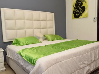 Big Jacuzzi 4-BR Pvt. Apartment Parque Lleras