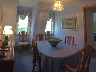 dining room, seats 6