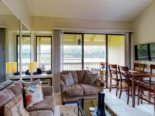 Lofty condo w/ lanai, golf course views & shared pools, hot tub & tennis!