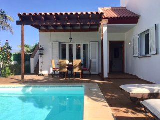 Casablanca Villa in Corralejo, Private HEATED Pool & Garden, WIFI.