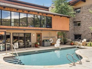 Located on Snowmass ski trail. Great views, pool/hot tub, lots of beds, balcony,