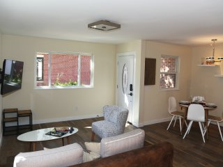 Modern Upscale Downtown Town home Unit A