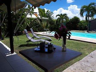 StudioToumblak ( Kaladja, Port-Louis), jardin, piscine , 10 mn plage