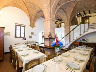 Beautiful Italian Villa near Volterra for Large Group  - Villa Volterra