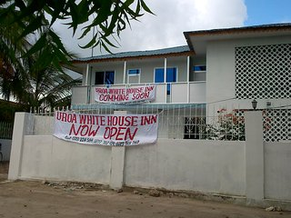 Uroa White House Inn