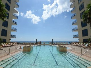 ONE OF THE FEW WITH GULF VIEW 1 bedroom 1 1/2 bath sleeps 5 Very nice unit