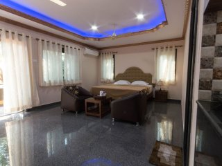 Zuperb Apartment 2-sleeps upto 6 wid xtra mattresses,9 mins walk 2 beach&central