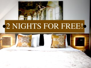 2 NIGHT FREE*WARM PENTHOUSE*2mins CATHEDRAL*AIRCON*LIFT