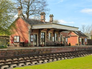 Rowden Mill Station, Bredenbury - sleeps 6+