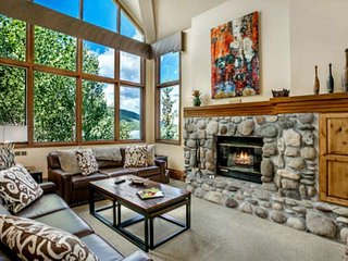 True Ski In / Ski Out, Amazing Views, Year Round Hot Tubs and Pool, 2 King