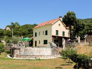 Villa Sonia - Six-Bedroom Villa with Outdoor Pool