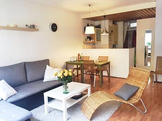Charming apt. with small garden, pond and ducks between citycentre and the beach