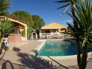 Villa climatisee, piscine privee, jardin clos de 1250m2