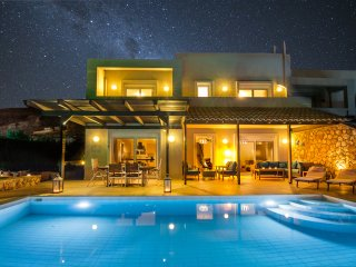 Villa Lindos Blue - sumptious luxury, private pool **27/10-3/11 available**