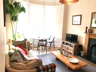 Awesome flat in perfect West End location