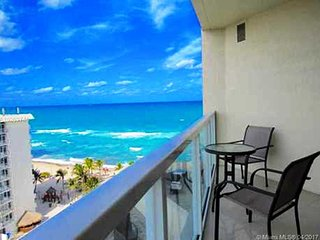 La Perla Luxury Condo on the beach. STR-00067