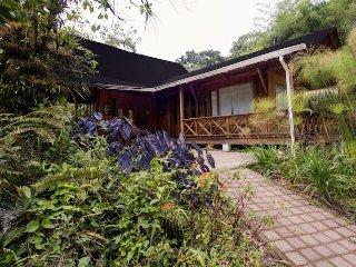 La Providencia de Mindo Wooden House 2