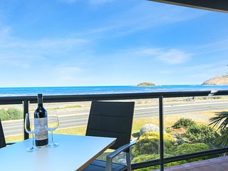 'Granite Views' - Franklin Beachfront Apartment- WiFi