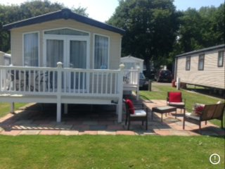 Hopton: Luxury 8 Berth 3 Bed/2 B/room/DG&CH Holiday Home with Balcony & Veranda