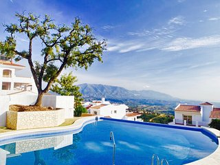 Casa Violeta - Sea & Mountain Views, Infinity Pool