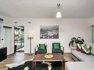 JANET - Leafy, Super Convenient Chatswood Apartment
