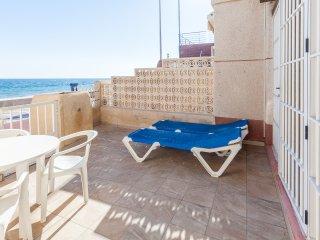 patio privado del apartamento con acceso directo a la playa