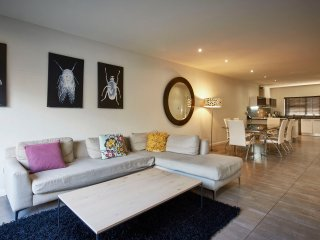 4 Bedroom fully serviced standard Villa with king and twin beds in Sandton CBD