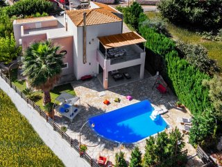 Brandnew villa! 1km to the beach, 100m to restaura