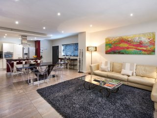 4 Bedroom Executive Apartment with three king and 1 twin bed in Sandton CBD
