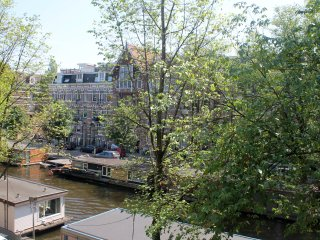 Lovely and comfortable apartment with canal view nearby City Centre
