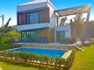 SUPER STYLISH Villa Kismet, Private Pool walking distance to Yalikavak Centre