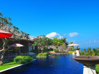 Luxury Private 2 BR hill-top Villa with Sea View